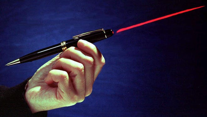 ORG XMIT: FX105 A laser pen is demonstrated in a Nov. 20, 1998 photo.  Urged by police and Cub Scouts, California Assemblyman Scott Wildman wants to make it a crime to shine laser pointers in the eyes of police officers.  Some cities have already banned the popular red-light pointers, which can be bought for as little as $12.  (AP Photo/Robert F. Bukaty) [Via MerlinFTP Drop]