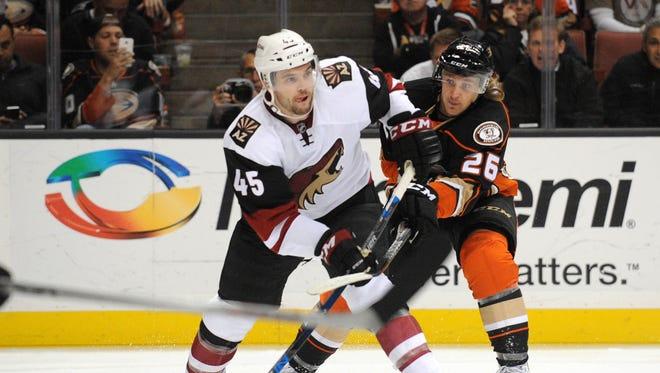 November 9, 2015: Arizona Coyotes defenseman Stefan Elliott (45) moves the puck against Anaheim Ducks left wing Carl Hagelin (26) during the second period at Honda Center.