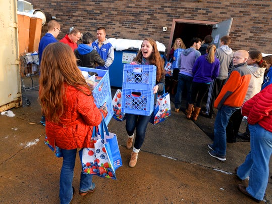 Students deliver with Thanksgiving project