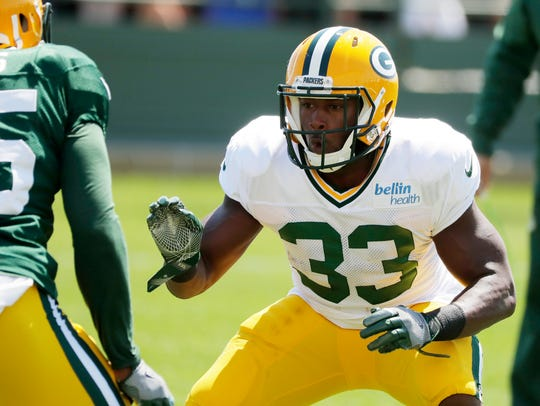 Green Bay Packers running back Aaron Jones (33) works