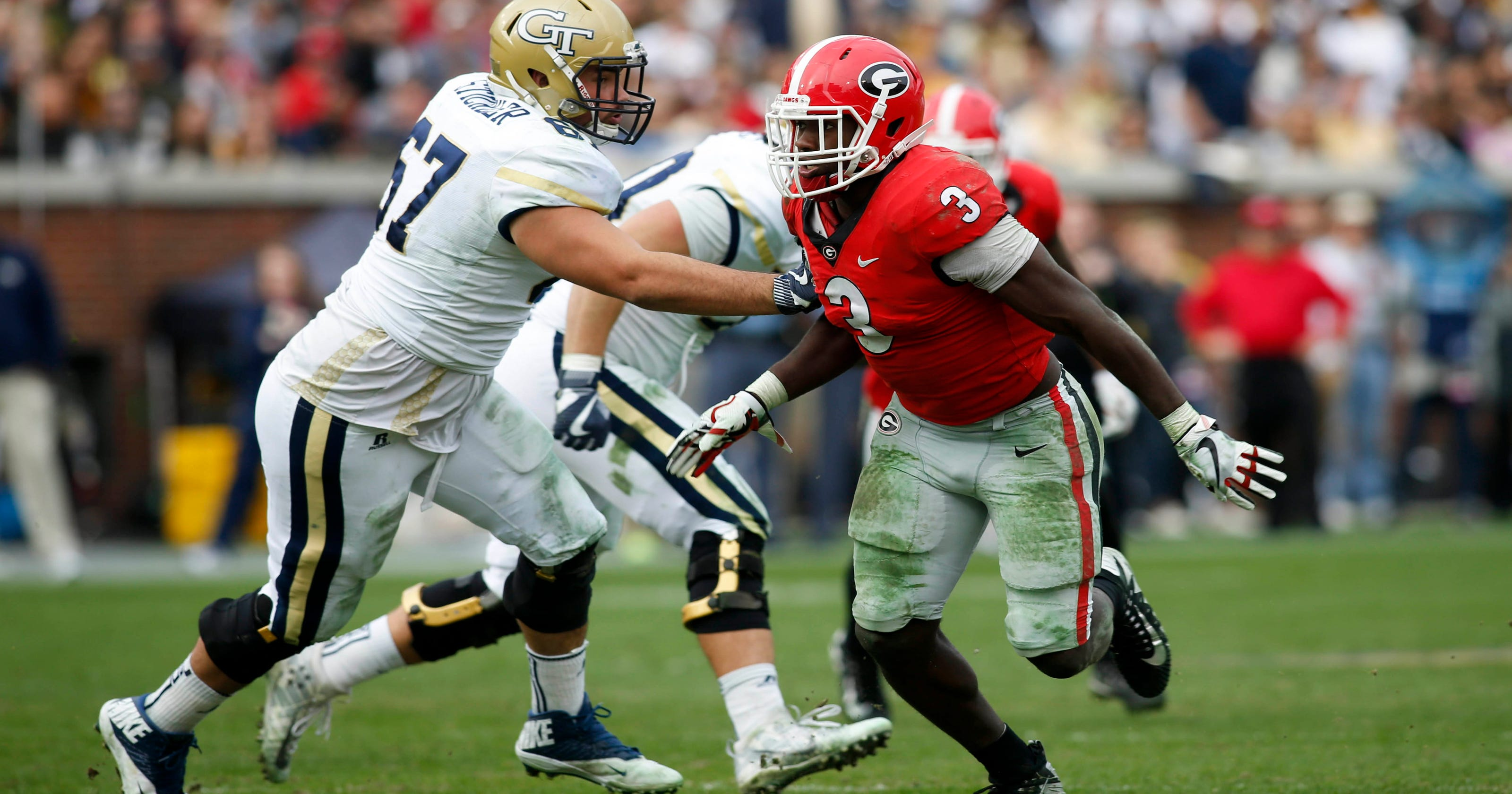 3a9b3fbf3af Linebacker Roquan Smith drives Georgia's defense