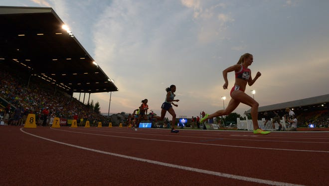 A general view of a womens 800m semifinal.
