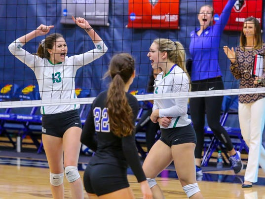 636466314095133999-2017-1118-uwf-volleyball-shorter-gsc-semifinal-0002.jpg