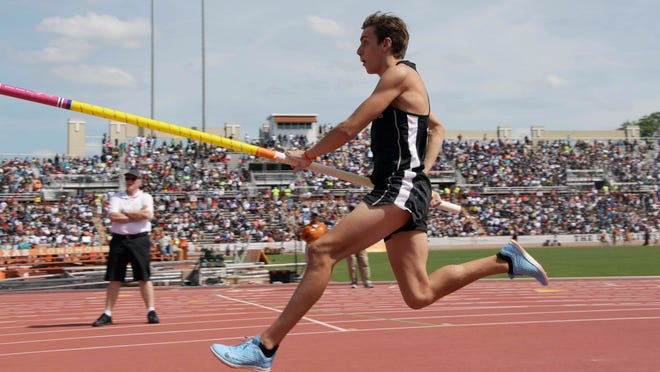 Mar 31, 2018; Austin, TX, USA; Armand Duplantis aka Mondo Duplantis of Lafayette High (La.) places third in the pole vault in a world junior record of 19-5 (5.05m) during the 91st Clyde Littlefield Texas Relays at Mike A. Myers Stadium. Mandatory Credit: Kirby Lee-USA TODAY Sports