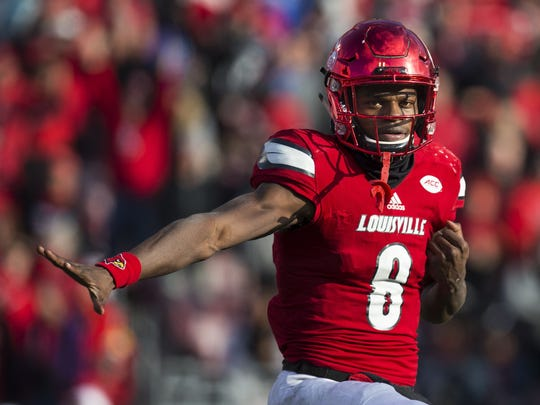 U of L football's first Heisman winner, Lamar Jackson, strikes the Heisman pose during the fourth quarter of a 41-38 loss to UK. Nov. 26, 2016