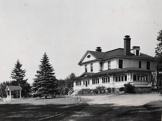 Wishing Well Restaurant (circa 1940).