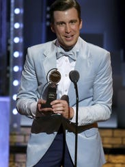 Gavin Creel accepts the Tony Award for best performance