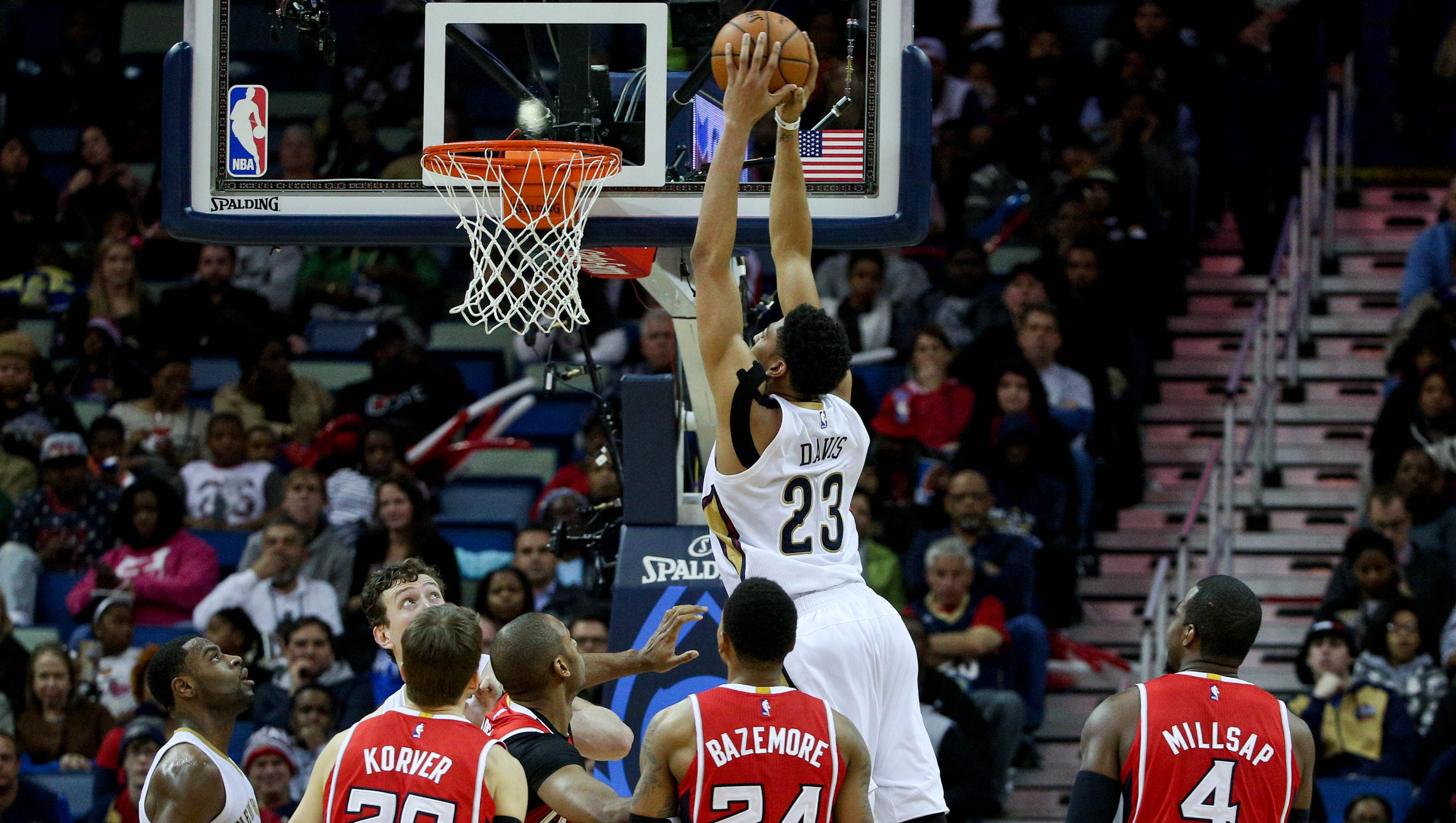 Pelicans dominate to end Hawks' win streak at 19