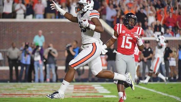 Auburn tight end Jalen Harris catches a touchdown pass