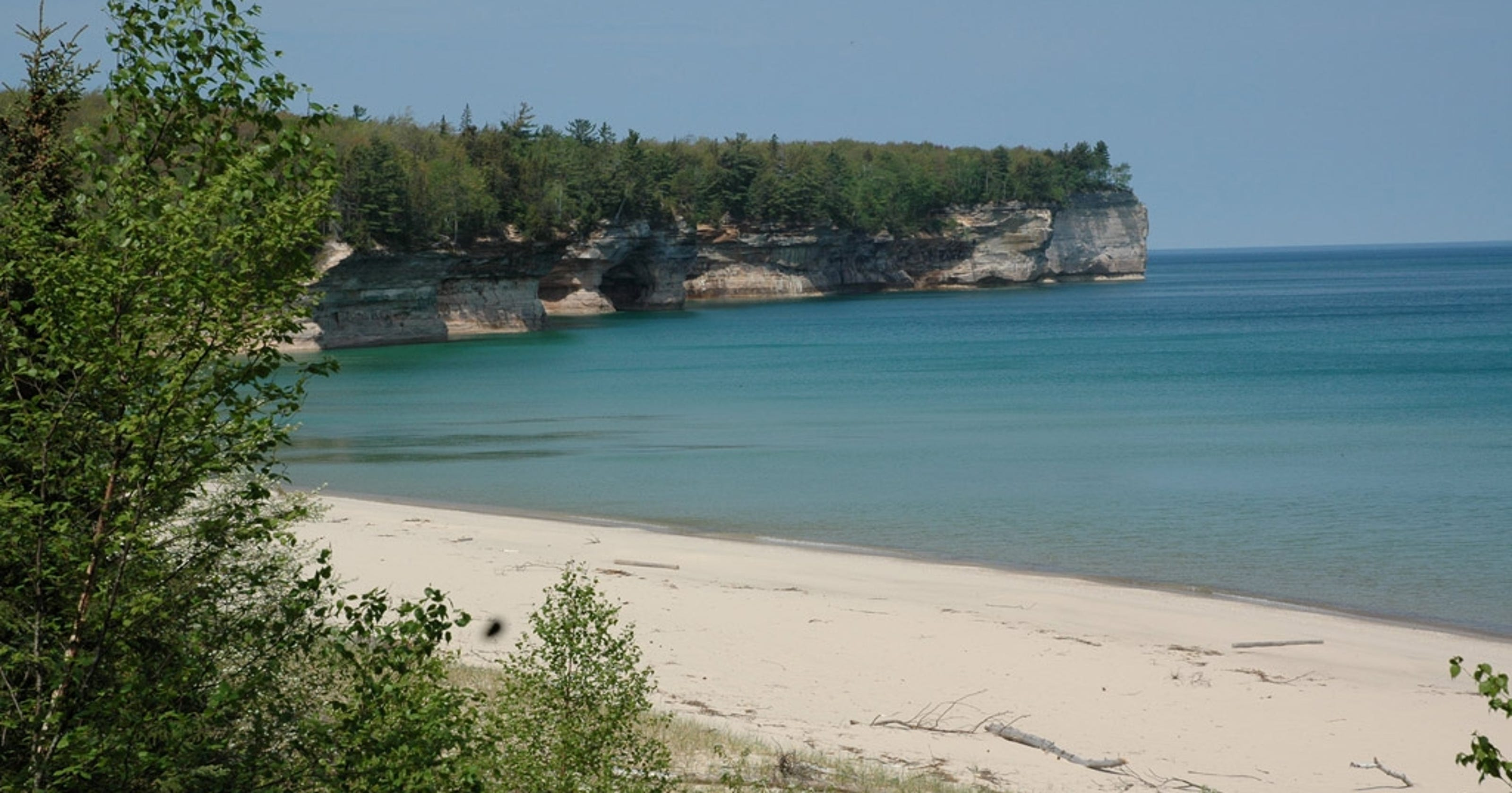 Woman falls to her death taking selfies at Pictured Rocks