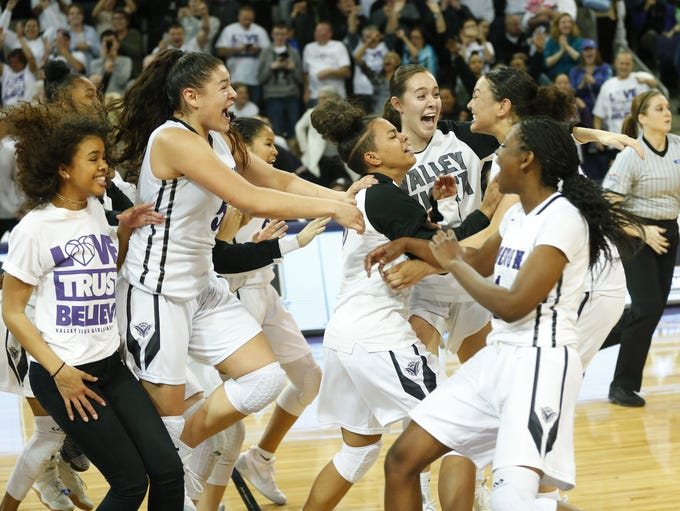 Valley Vista players celebrate their 44-36 victory