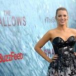 "La actriz Blake Lively llega al estreno mundial de ""The Shallows"" ."