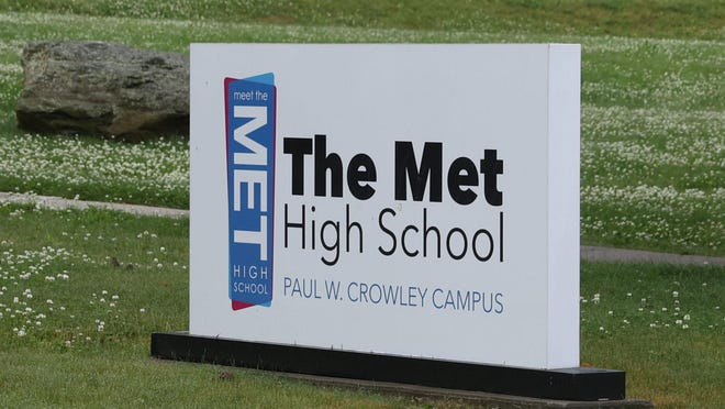 There will be a food distribution event Thursday at the East Bay Met School in Newport.