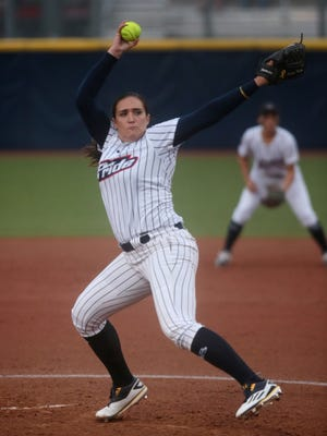 USSSA Pride pitcher Jordan Taylor (17) throws the ball during a softball game against Chicago Bandits at University of Michigan Alumni Field on Tuesday, June 28, 2016, in Ann Arbor, MI.