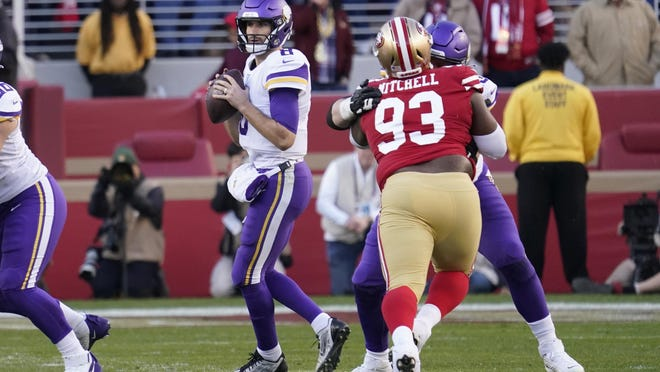 Minnesota Vikings free safety Harrison Smith looks to pass as San Francisco 49ers defensive tackle Earl Mitchell applies pressure.