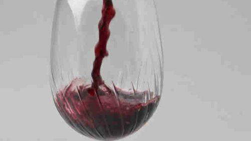 Wine pour.