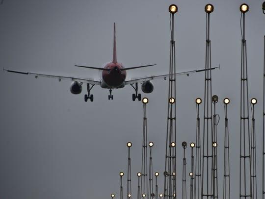 A plane landing at São Paulo/Guarulhos–Governador André