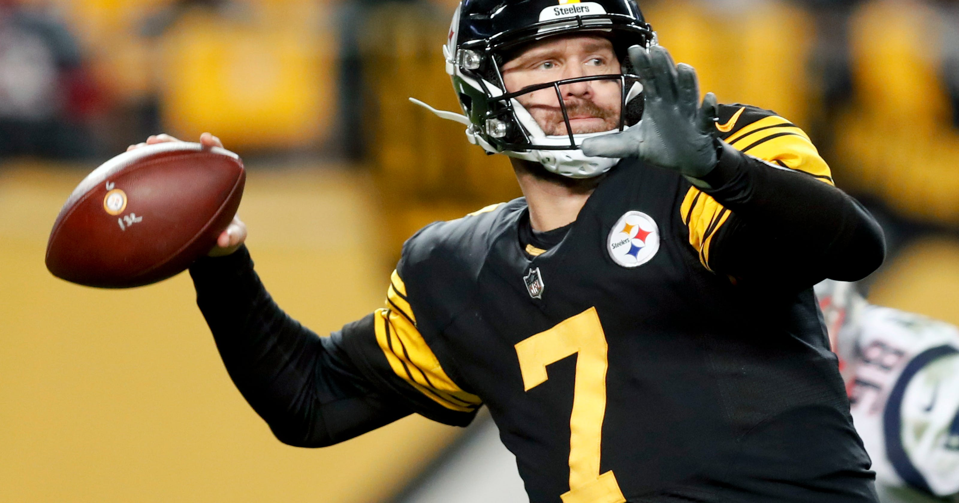 Roethlisberger, 37, to remain with Steelers through 2021