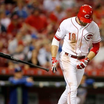 Cincinnati Reds first baseman Joey Votto (19) walks