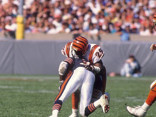 Football: Cincinnati Bengals Rickey Dixon (29) in action,