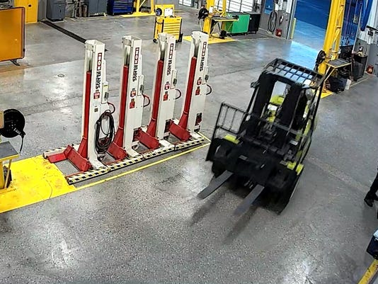 636644128591632886-Forklift-pic-two-.jpg
