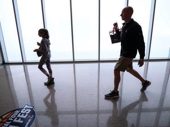 Chris Mack follows daughter Hailee to try to retrieve