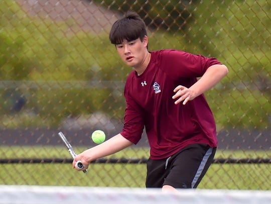 Matthew Gordon picked up a win at first singles for