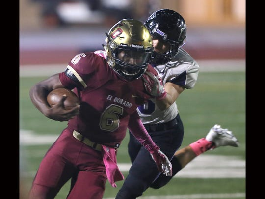 El Dorado quarterback Cedarious Barfield tried to shed