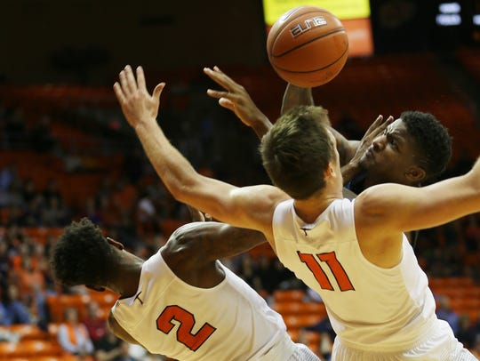 UTEP's Omega Harris, left, and Jake Flaggert drew a
