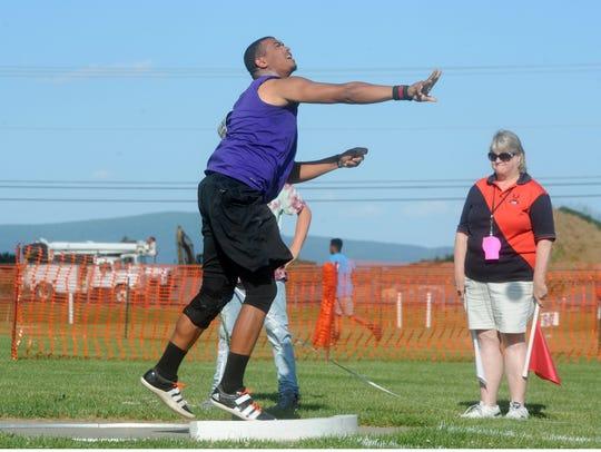 Waynesboro's Jaylen Simmons throws Friday in the finals