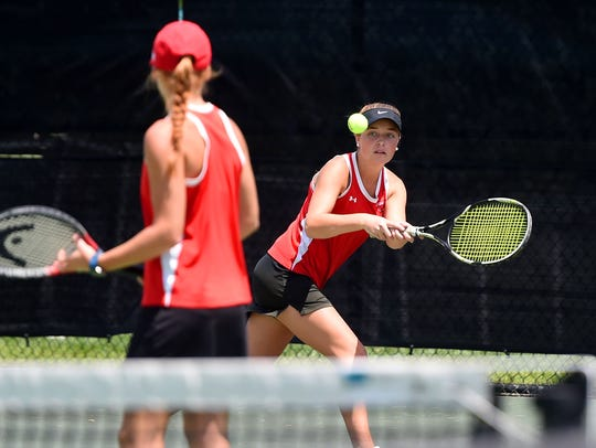RiverheadsÕ Grace Staton eyes the ball as she goes
