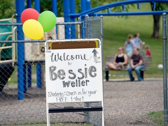 A sign points the way to Bessie Weller ElementaryÕs