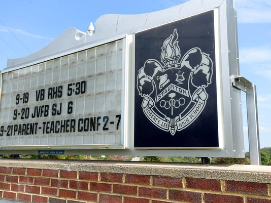 Sign for Robert E. Lee High School