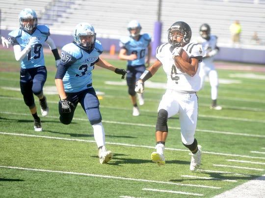 Buffalo Gap's Jay Johnson (4) sprints down the sideline