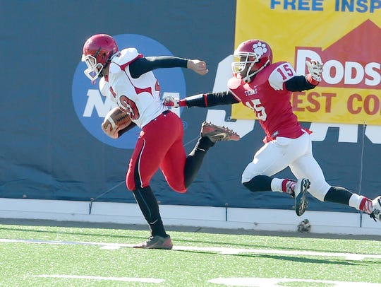 Riverheads' Harrison Schaefer stays just ahead of Sussex