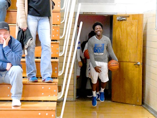 The players of Robert E. Lee High School take the court