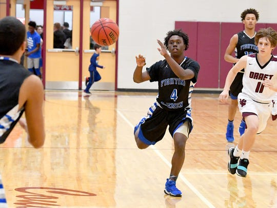Robert E. Lee's Jahleel Pettiford passes the ball during
