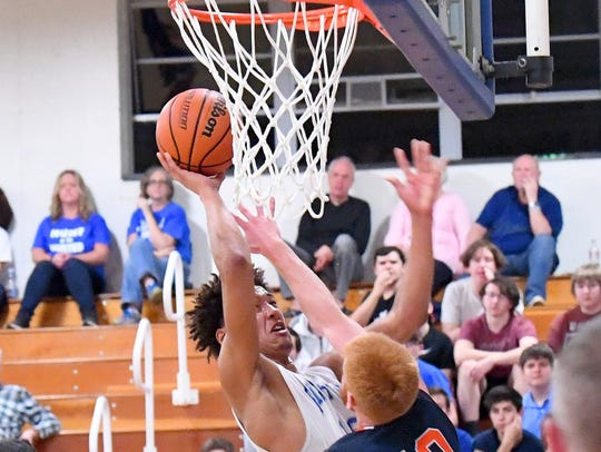 Robert E. Lee's Jarvis Vaughan takes the ball up to