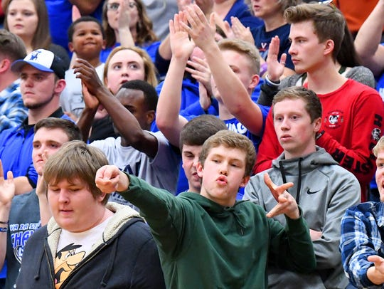 Robert E. Lee fans react to a basket for their team