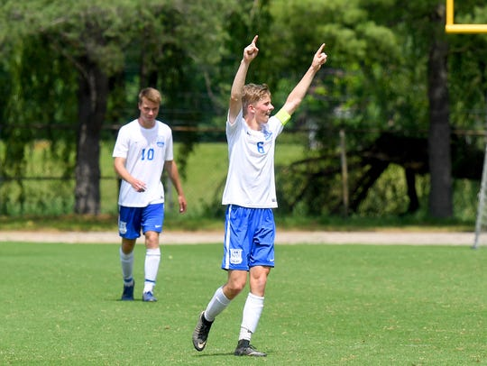 Robert E. Lee's Noah Vanhoy raises his hands in victory