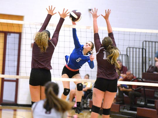 Casey Mozingo (8) had 8 kills and 12 assists in Fort