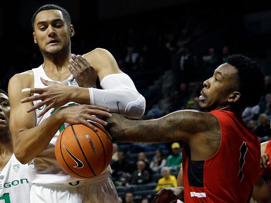 Oregon forward Keith Smith and Ball State guard Jontrell Walker battle for control of the ball during the first half of their NCAA college basketball game at Matthew Knight Arena, Sunday, Nov. 19, 2017. (Andy Nelson/The Register-Guard via AP)