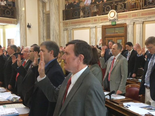 -house swearing in 2015.jpg_20150105.jpg