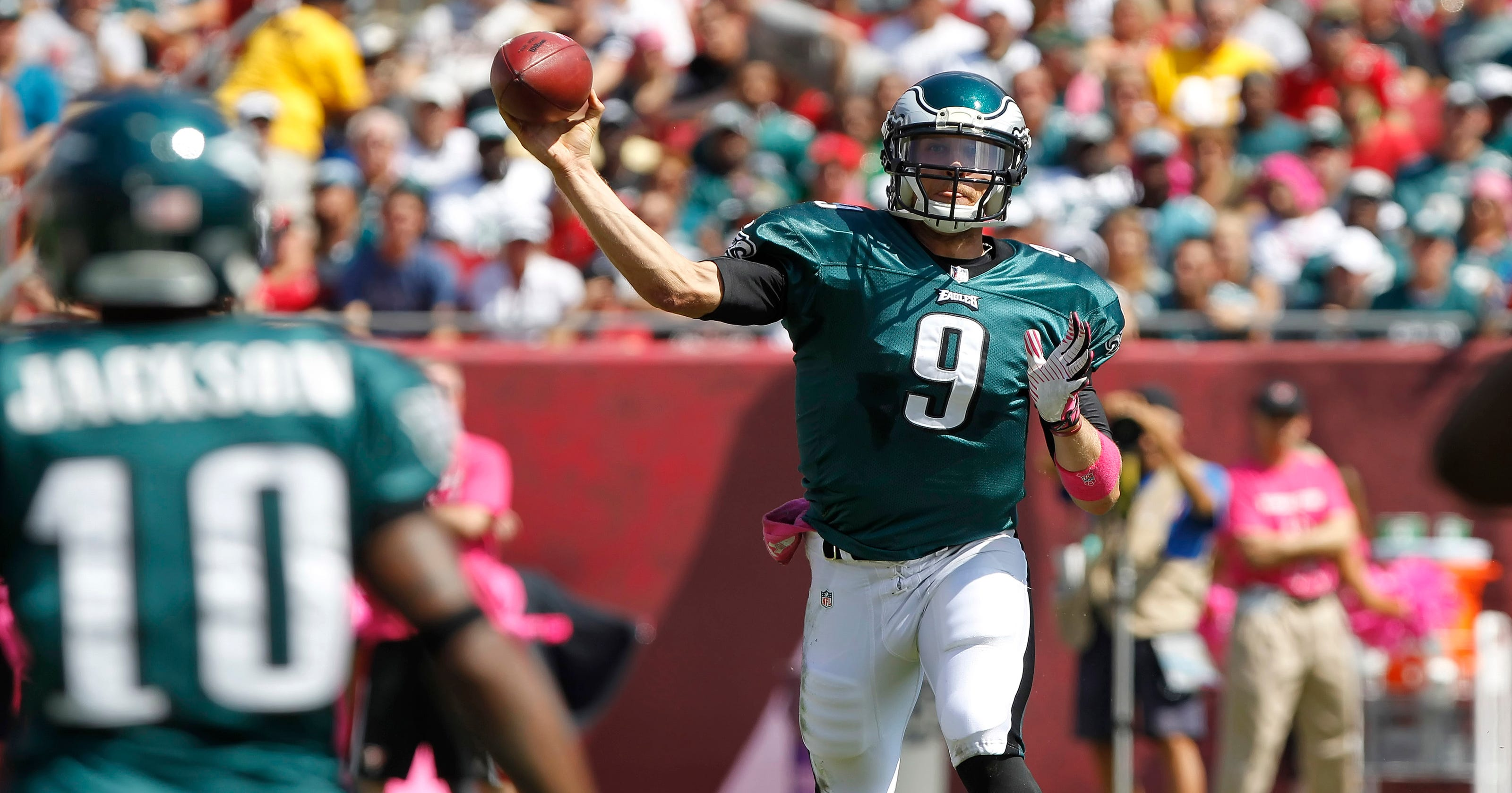608570706 Nick Foles steps up big with 4 TDs as Eagles top Bucs