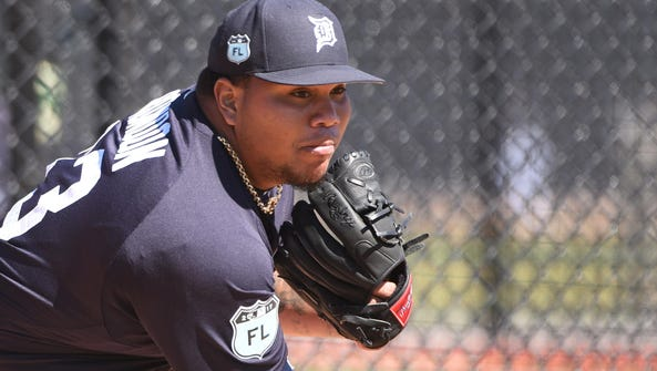 Tigers pitcher Bruce Rondon throws a bullpen session