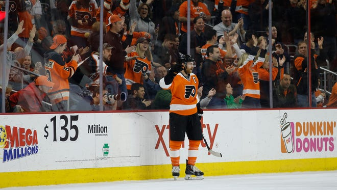 The Flyers' Claude Giroux celebrates after scoring his 500th career point against the Arizona Coyotes on Saturday.