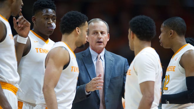 Tennessee head coach Rick Barnes talks with his team during a time out in the game against Auburn on Tuesday, January 2, 2018.