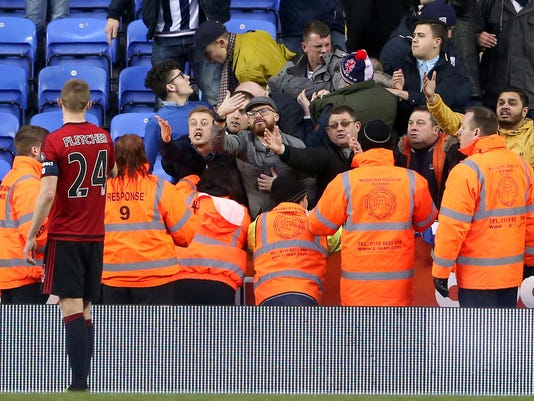 West Bromwich Albion fans voice their anger towards Darren Fletcher after the final whistle, during the English FA Cup, fifth round soccer match at the Madejski Stadium, Reading. PRESS ASSOCIATION Photo. Picture date: Saturday Feb. 20, 2016. Scott Heavey / PA via AP) UNITED KINGDOM OUT - NO SALES - NO ARCHIVES