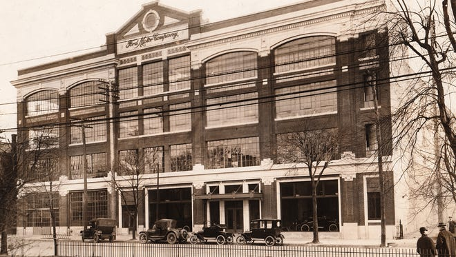 The Ford plant on E. Washington St in 1915. The building had just started production at the time this photo was taken. Sixty cars were being turned out daily.