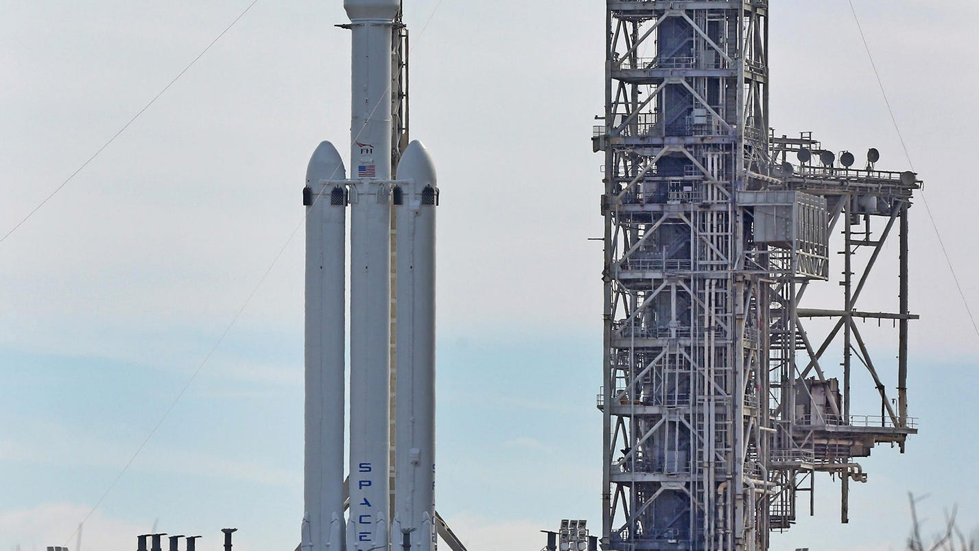 SpaceX test flight delayed because of high wind